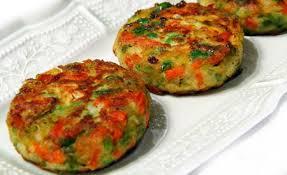 Gemüsepuffer mit Tomatenquark