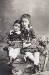 Paul Klee und Schwester Mathilde, Bern, um 1884
